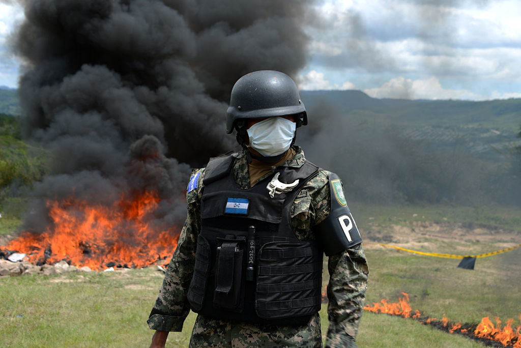 TOPSHOT - Anti-narcotics and Military Police officers incinerate more than 200 kilos of cocaine seized in southern Honduras near the border with Nicaragua on August 5, 2016.